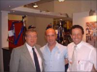 Alfredo GIOS<br>Stéfano GIULIANI, manager de l'Equipe FORMAGGI TRENTINI sur bicyclettes GIOS, entouré par Alfredo GIOS et Serge